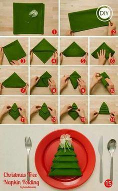 こちらはナフキンやハンカチなどを使ったツリーのつくり方!お友達をおうちへ招いた時などに作っておいたら喜ばれそうです!