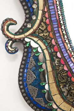 Sculpted Mosaic Mirror detail by Sharra Frank Mirror Mosaic, Mosaic Diy, Mosaic Crafts, Mosaic Projects, Mosaic Glass, Mosaic Tiles, Stained Glass, Glass Art, Mosaics