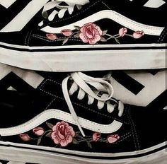 vans, shoes, and black image Sock Shoes, Cute Shoes, Vans Shoes, Me Too Shoes, Shoes Heels, Vans Sneakers, Sneakers Fashion, Pretty Shoes, Converse