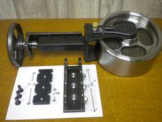 english wheel adjuster and cam mechanism. Metal Bending Tools, Metal Working Tools, Metal Tools, Welding Gear, Welding Shop, Metal Projects, Welding Projects, Diy Leather Tools, Metal Fabrication Tools