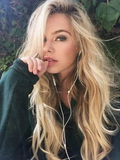 10 Biggest Spring/Summer 2020 Hair Color Trends You'll See Everywhere Blonde Beauty, Blonde Hair, Hair Beauty, Photographie Portrait Inspiration, Cute Young Girl, Beautiful Girl Image, Summer Hairstyles, Makeup Looks, Hair Makeup