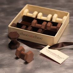 Are you interested in our chocolate dumbbells? With our gym gifts you need look no further. Chocolate Espresso, Belgian Chocolate, Chocolate Gifts, Love Chocolate, Delicious Chocolate, Groomsmen Invitation, Whole Milk Powder, Handmade Chocolates, Wedding Sweets