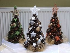 In this DIY tutorial, we will show you how to make Christmas decorations for your home. The video consists of 23 Christmas craft ideas. Pine Cone Christmas Decorations, Easy Christmas Ornaments, Cone Christmas Trees, Miniature Christmas Trees, Rustic Christmas, Christmas Art, Simple Christmas, Winter Christmas, Christmas Wreaths