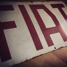 Insegna smaltata Fiat, 1948.
