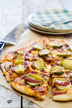 Bacon Cheeseburger Pizza ***Manda: You can buy pre-made Pillsbury pizza dough, found next to refrigerated biscuit and cinnamon roll dough cans. Cheese Burger Soup Recipes, Pizza Recipes, Beef Recipes, Recipies, Grill Recipes, Top Recipes, Bacon Cheeseburger Pizza, Cheeseburger Tater Tot Casserole, Chicken Casserole