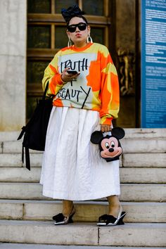 The Best Street Style Spring 2019 Looks from Fashion Month The Best Street Style Spring 2019 Looks from Fashion MonthInasmuch as we love so many of the nothing gives us more style inspo than the str Autumn Fashion Casual, Fall Fashion Outfits, Star Fashion, Paris Fashion, Spring Fashion, Casual Winter, Fashion Edgy, Curvy Street Style, Spring Street Style