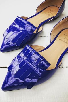 Trying to cure the winter blues? Slip into our royal blue leather oxford flats. Styled by Cherrybomb Online | Banana Republic