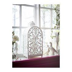 GOTTGÖRA Farol para vela cuadrada IKEA Gracias al motivo del farol, la luz cálida de la vela crea un efecto decorativo.