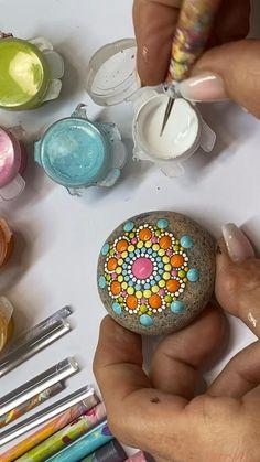 Dot Painting Tools, Rock Painting Patterns, Dot Art Painting, Rock Painting Designs, Mandala Painting, Mandala Drawing, Stone Painting, Dot Painting On Rocks, Mandala Painted Rocks