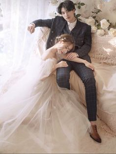 Pre Wedding Shoot Ideas, Pre Wedding Photoshoot, Wedding Poses, Wedding Couples, Korean Wedding Photography, Wedding Photography Checklist, Couple Photography Poses, Photography Ideas, Korean Photoshoot
