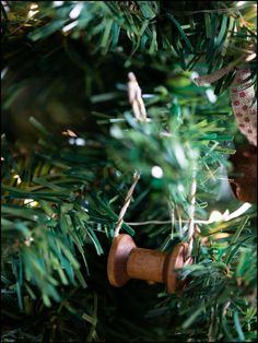 How to Make Your Own Christmas Tree Ornaments : Wooden Spool Ornament  www.thedecorbar.com Make Your Own, Make It Yourself, How To Make, Wooden Spools, Christmas Tree Ornaments, Bar, Holiday Decor, Do It Yourself, Christmas Tree Toppers