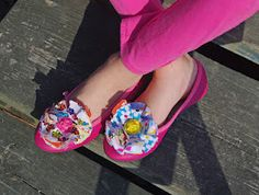 Flower clips for shoes.