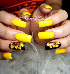 How to choose your fake nails? - My Nails Summer Acrylic Nails, Best Acrylic Nails, Sunflower Nail Art, Yellow Nails Design, Cute Acrylic Nail Designs, Dream Nails, Nagel Gel, Mellow Yellow, Toe Nails