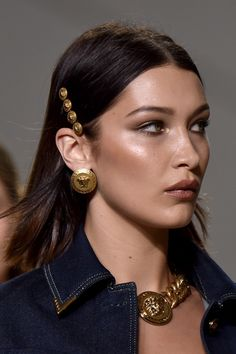 The Best Beauty Trends From Fashion Month Runway Hair, Runway Makeup, Beauty Makeup, Hair Makeup, Hair Beauty, Versace, Isabella Hadid, Bella Hadid Style, Beauty Trends