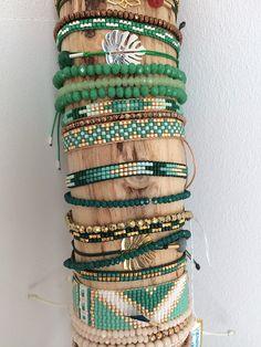Shades of green - jewelry diy bracelets Loom Bracelet Patterns, Bead Loom Bracelets, Bead Loom Patterns, Jewelry Patterns, Beading Patterns, Bracelet Wrap, Bead Jewellery, Seed Bead Jewelry, Beaded Jewelry