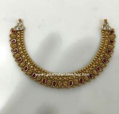 The simple and intricate kundan mango necklace adorned with red kundans is finished with white kundan motifs on both sides. Mango Necklace, Necklace Set, Gold Jewellery Design, Designer Jewelry, Gold Jewelry Simple, Antique Necklace, Necklace Designs, Gold Necklaces, India Jewelry