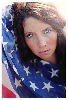 Love this idea. Black and white would be amazing 4th Of July Photography, Photography Women, Senior Photography, Photography Photos, American Flag Photos, American Girl, Senior Portraits, Senior Pictures, Patriotic Pictures