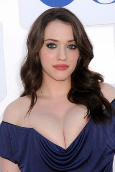 American babe Kat Dennings is an actress that will entice you with her seduction. One look and you'll find it hard to look away. Curvy Celebrities, Hollywood Celebrities, Beautiful Celebrities, Beautiful Actresses, Hollywood Actresses, Celebs, Kat Dennings, Indian Beauty, Women