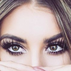 How to Get Long Lashes Naturally Tips & Tricks to Grow Long Eyelashes