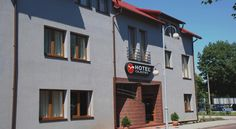 Hotel Olecki Oświęcim Hotel Olecki is located in Oswiecim, 2 km from the city centre. The train station is 1.6 km away. The hotel offers free private parking.  The Olecki's air conditioned rooms and apartments feature a flat-screen TV and free internet access.