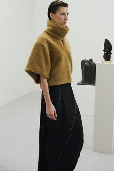 Totême | Ready-to-Wear - Autumn 2018 | Look 9 Boy Fashion, Womens Fashion, Fashion Ideas, Stockholm Fashion Week, Fall Wardrobe, Minimalist Fashion, Chic Outfits, Knitwear, Ready To Wear