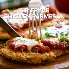 Air Fryer Chicken Parmesan - Looking for a healthier way to make Chicken Parmesan? This Air Fryer Chicken Parmesan r - Air Fryer Oven Recipes, Air Frier Recipes, Air Fryer Dinner Recipes, Easy Dinner Recipes, Easy Meals, Air Fryer Chicken Recipes, Air Fryer Recipes Videos, Recipe Videos, Recipe Chicken