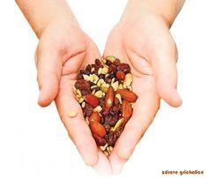 Kikiriki,lešnici,bademi i orasi su izuzetno zdrave grickalice !!! Ovo jezgrasto voće nam pomaže kod mnogih bolesti.