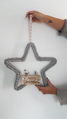 Crochet Christmas Decorations, Christmas Crafts To Make, Christmas Crochet Patterns, Christmas Projects, Simple Christmas, Holiday Crafts, Christmas Wreaths, Christmas Ornaments, Christmas Star