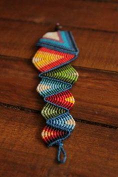 pulsera brazalete triángulos hilo encerado macramé