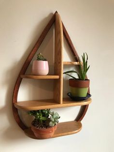 Projects to Try Mid century wall shelf mid century hanging plant stand mid century shelf - bettina H Diy Wood Shelves, Wood Storage Box, Wine Shelves, Home Decor Furniture, Diy Home Decor, Mid Century Shelves, Wall Decor, Room Decor, Baskets On Wall