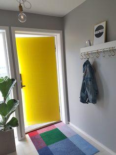 Pictor har samme mønster på begge sider og skjulte hengsler. Lampshades, Color Pop, Home Accessories, Locker Storage, Colours, Cabinet, Interior, Furniture, Followers