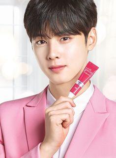 Handsome Eunwoo ;)