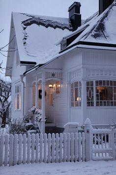 Pretty white cottage in the snow! I love the details of the house! White Cottage, Cozy Cottage, Cottage Living, Cottage Homes, Cottage Style, Cozy House, Country Living, Fresh Farmhouse, White Farmhouse