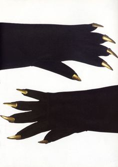 Elsa Schiaparelli gloves designed in 1935 from François Baudot, Mode & Surréalisme Vintage Goth, Vintage Gloves, Vintage Horror, Retro Vintage, Elsa Schiaparelli, 1930s Fashion, Vintage Fashion, John Heartfield, Dada Artists