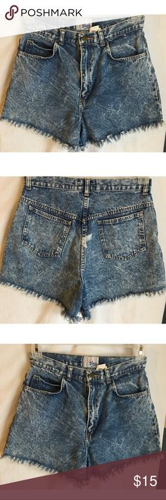 """Vintage Women High Waisted Denim Shorts Size 11/12 Vintage Weathered Blues women's high waisted denim shorts size 11/12 in a cool acid wash   Measurements- Waist: 28"""" Rise: 13"""" Inseam: 3.5""""    Customer service is my #1 priority! I strive to not only meet, but to exceed the standard. If for any reason you are unhappy with your order, I will make it right!     Thank you for supporting small business! Weathered Blues Shorts Jean Shorts"""