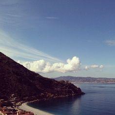 Lo stretto di Messina con Scilla e Cariddi #italiasullapelle