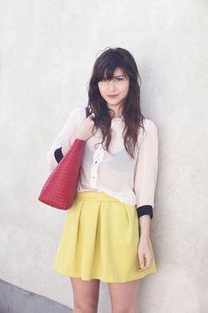Hermoso conjunto la falda es de un amarillo canario que resalta y le da un toque distinto y único al look.