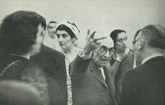 De izquierda a derecha: de espaldas, Chacha Aguilar (cantante mexicana) y Juan José Castro; en el centro, Manuel de Falla, y detrás de él, Raquel Aguirre de Castro y Conchita Badía. Buenos Aires, 15 de diciembre de 1940.