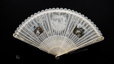 'WEAPONS OF SEDUCTION - 18th to 20th Century European Fans' The Fan Collection of the Medeiros e Almeida House-Museum Leque brisé em marfim # © Hugo Amaral/Observador