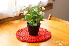 D.I.Y.: Centro de mesa de trapillo  http://elblogdelupi.com/tutorial/d-i-y-centro-de-mesa-de-trapillo  #trapillo #diy