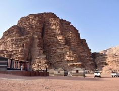 Plan the adventure of a lifetime with the best Petra hiking trails & temples, Petra map & 15 essential tips to visit Petra, the magical lost city of Jordan. Petra Map, Wadi Rum Jordan, Jordan Travel, Luxury Camping, Lost City, Hiking Trails, Nice View, Cool Places To Visit