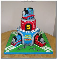 thomas the train cake - my big guy would LOVE  this for his 5th b-day