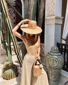 Girl Fashion, Fashion Outfits, Womens Fashion, Resort Wear For Women, Leonie Hanne, Beach Poses, Signature Look, Cool Hats, Weekend Outfit