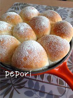 パン作りの新常識!ポリ袋で作る「ポリパン」って知ってる? - macaroni Cooking Bread, Easy Cooking, Cooking Recipes, Bread And Pastries, Cafe Food, Food Staples, Flour Recipes, Sweets Recipes, Brownie Recipes