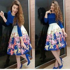 Image may contain: 2 people Elegant Outfit, Classy Dress, Classy Outfits, Chic Outfits, Fashion Outfits, Stylish Dress Designs, Stylish Dresses, Muslim Fashion, Modest Fashion