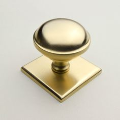 The Queslett Knob - Much like our Saturn Knob, this one features a square backplate and is also available in 7 finishes.