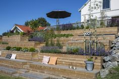 Garden Design Layout - New ideas Sloped Backyard Landscaping, Landscaping Retaining Walls, Sloped Garden, Pergola Patio, Diy Patio, Landscaping Ideas, Patio Design, Garden Design, Dream Garden