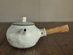 マット釉 急須 丸 - 器と暮らしの道具 OLIOLI
