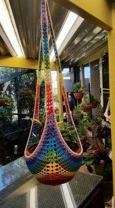 macrame/macrame anleitung+macrame diy/macrame wall hanging/macrame plant hanger/macrame knots+macrame schlüsselanhänger+macrame blumenampel+TWOME I Macrame & Natural Dyer Maker & Educator/MangoAndMore macrame studio Crochet Decoration, Crochet Home Decor, Crochet Crafts, Crochet Projects, Knit Crochet, Macrame Projects, Crochet Plant Hanger, Macrame Plant Holder, Plant Holders