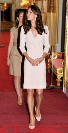 Kate Middleton views her wedding dress display today at Buckingham Palace with the queen. The dress is unidentified still. Style Kate Middleton, Kate Middleton Wedding Dress, Kate Middleton Photos, Pippa Middleton, Wedding Dress Display, Wedding Dresses, Day Dresses, Nice Dresses, Formal Dresses